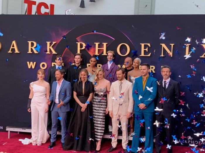 El reparto y el director en la alfombra roja de la premiere de X-Men: Fénix Oscura (2019)