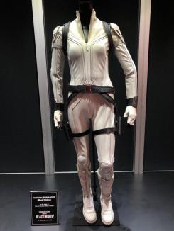 Exposición en la D23 del traje de Viuda Negra en Black Widow (2020)