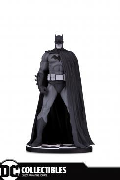 Estatua DC Collectibles Batman: Black & White Statue: Batman by Jim Lee