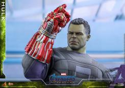 Hulk y el Nano Gauntlet, por Hot Toys