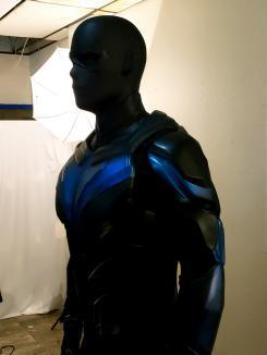 Primer vistazo oficial al traje de Nightwing para la segunda temporada de Titans (2019)