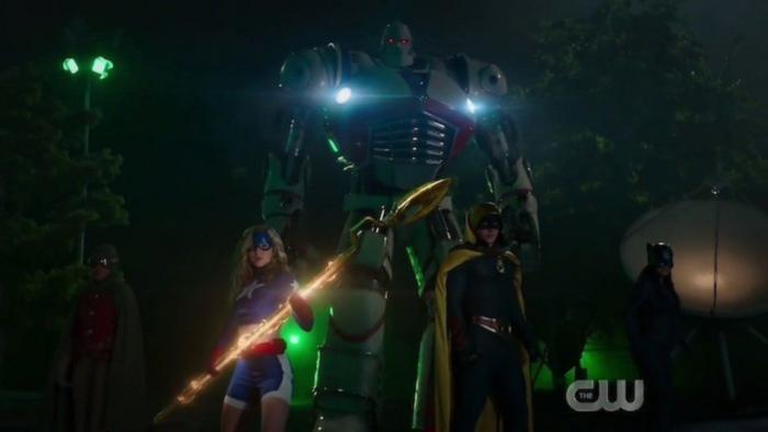 Imagen del cameo de Stargirl en Legends of Tomorrow 5x01: Crisis on Infinite Earths: Part Five