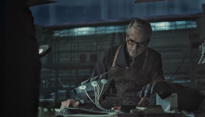 Imagen de escena eliminada de Alfred en Liga de la Justicia (2017) - Snyder Cut