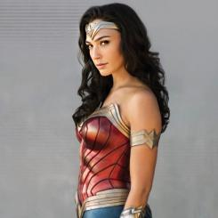 Vistazo a Wonder Woman 1984 (2020), en el libro promocional Meet Wonder Woman
