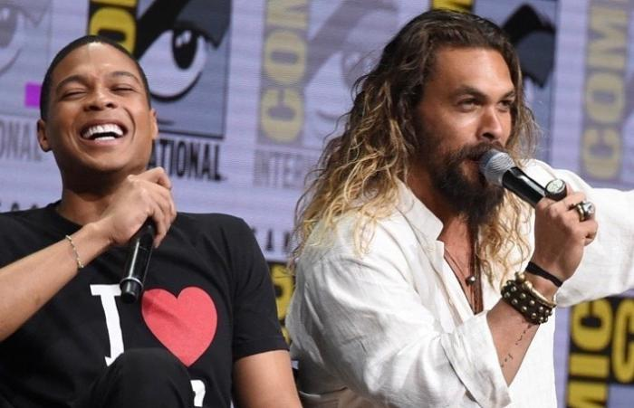 Ray Fisher y Jason Momoa en la San Diego Comic Con promocionando Justice League (2017)