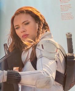 Imagen de Viuda Negra (2021) del interior del libro Black Widow: The Official Movie Special Book