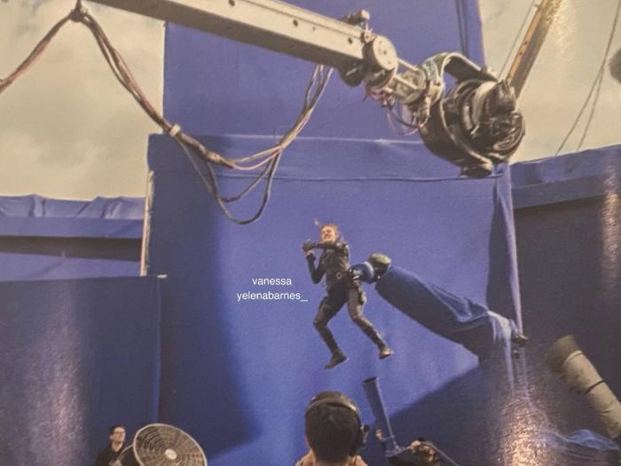 Imagen de Viuda Negra (2021) del interior del libro Black Widow: The Official Movie Special Book